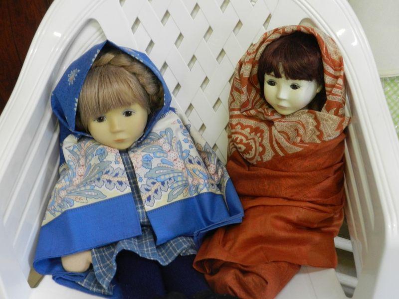 100647-Two German Dolls