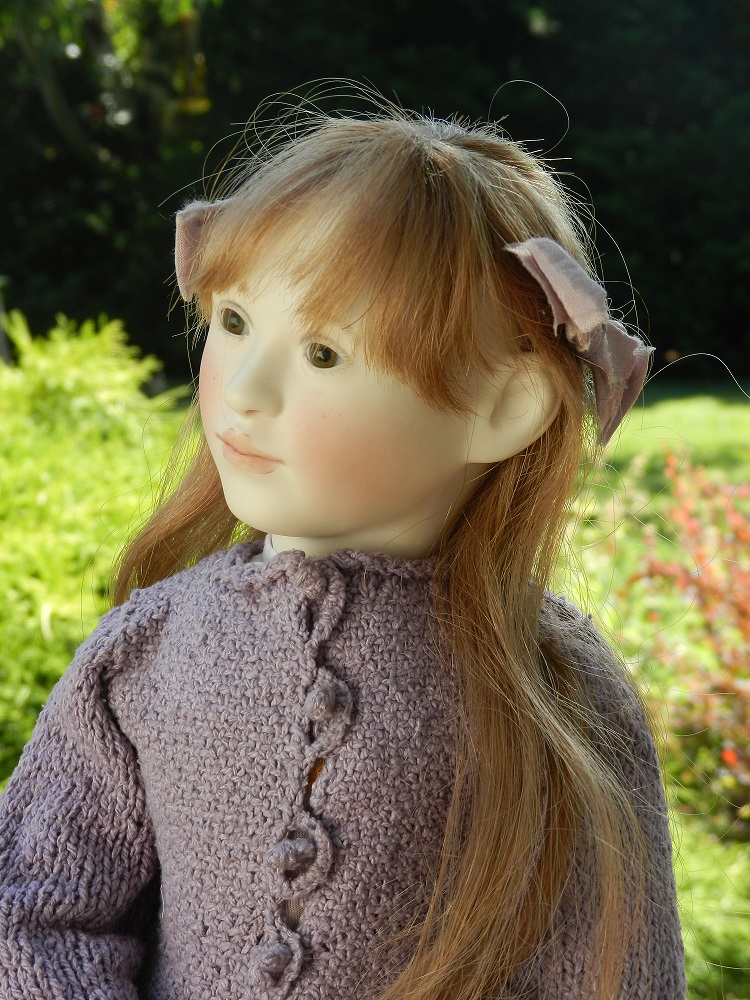 100777-Lillian side glance